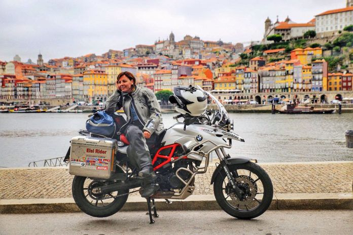 Elsi frente a la localidad lusa de Oporto