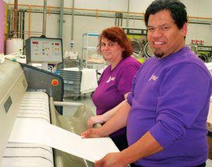 María Jesús Pulido y Luis Fernando Riera, empresarios de la Lavandería Industrial y Tintorería Cliastur