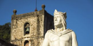 Monumento al rey Silo y Torre de Santa María La Mayor (Pravia)