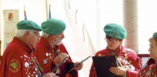 Miembros del jurado valoran la calidad del arroz con leche en el Festival de Cabranes