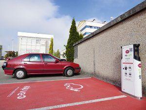 Punto de recarga para vehículos eléctricos en el polígono de Silvota