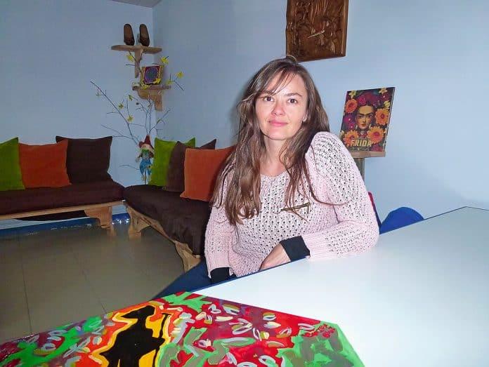 Lilian de Campos en el interior del albergue / Foto: Fusión Asturias