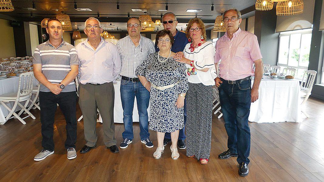 Miembros de la junta directiva de la Asociación El Encuentro, de Navia
