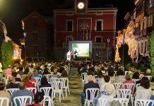 Exposición fotográfica multimedia organizada por el grupo Fotonavia en la Plaza del Ayuntamiento de Navia