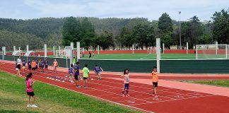 """Cancha polideportiva y pistas de atletismo """"Miguel Alzola"""", en Navia"""