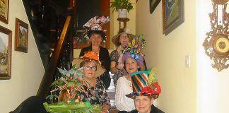 Foto de grupo de La Romanela en Casa Pilita previa a la cena del Sombrero