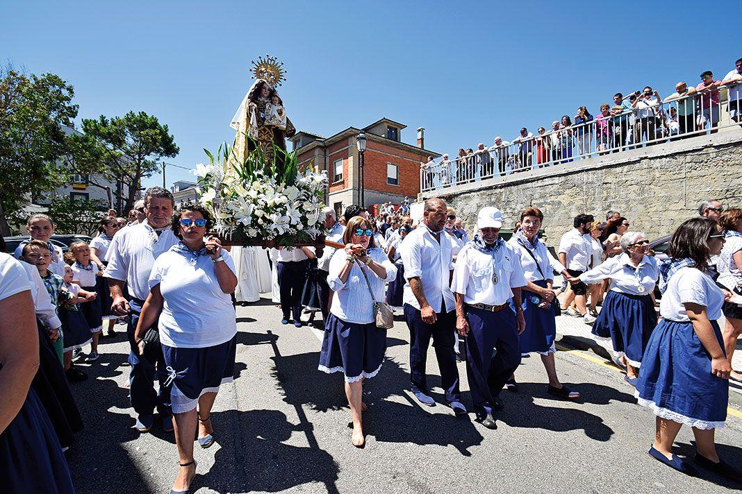 Procesión del Carmen por las calles de Tapia de Casariego
