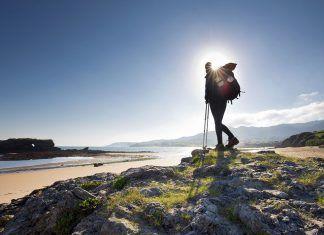 Peregrino en la playa de La Isla (Colunga)