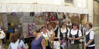 Stand de la Agrupación de Mulleres Artesanas en una feria en Galicia