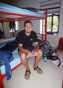 Peregrino rumano en el albergue municipal de La Caridad (El Franco)