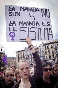 """Pancarta """"La Manada no son 5, la Manada es el sistema"""""""