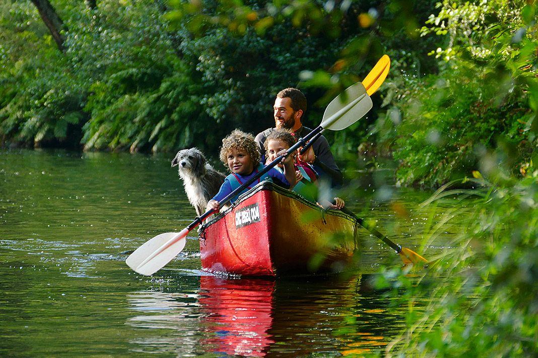 Actividad de la empresa Cientovolando en el río Eo