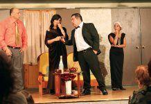Obra 'Nosotros, ellas y el duende' representada por el Grupo de Teatro San Tirso del Eo