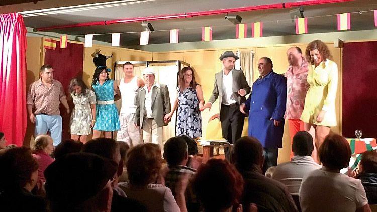 Obra 'A la caza de la extranjera' representada por el Grupo de Teatro San Tirso del Eo