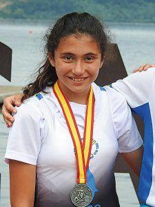 Laura González con la plata conseguida en el Nacional de Remo Olímpico