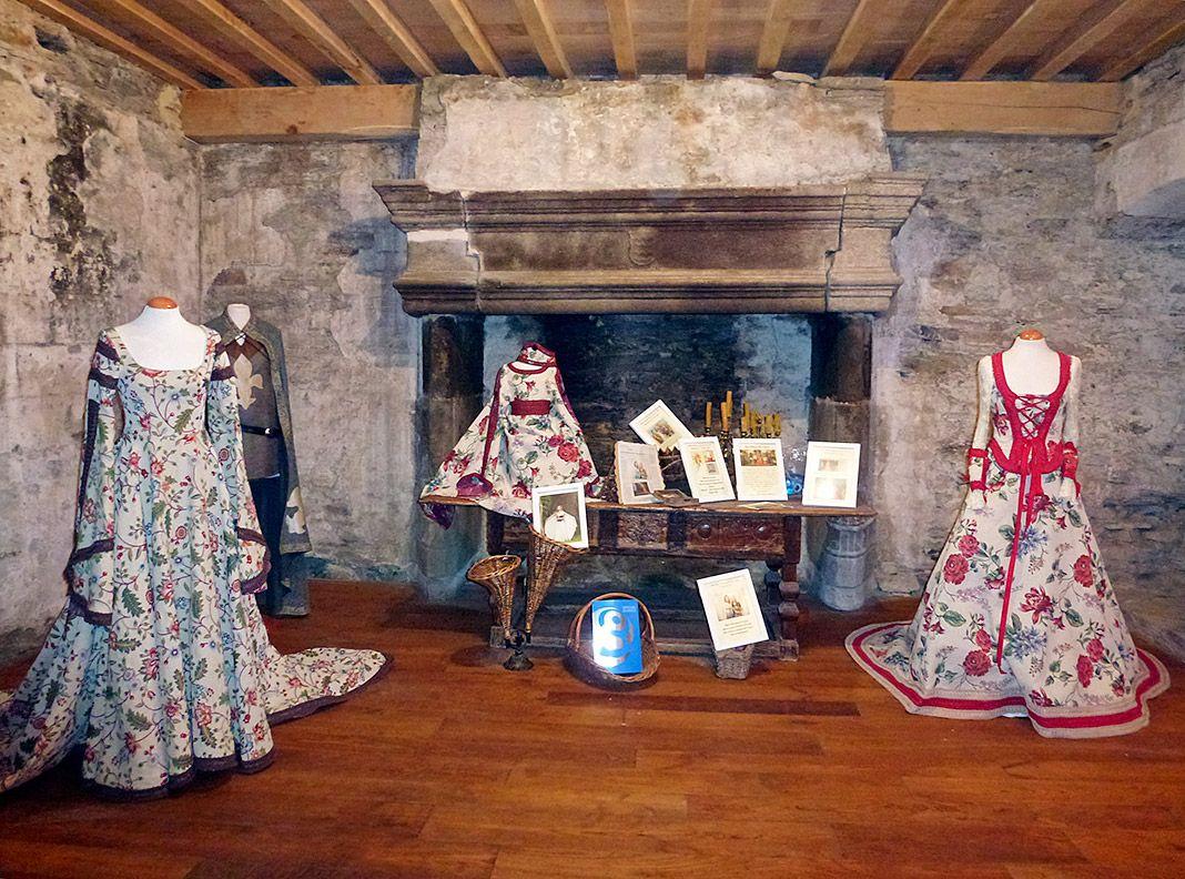 Colección de trajes medievales de Reme Espantoso en el Pazo de Tovar (Lourenzá, Lugo)
