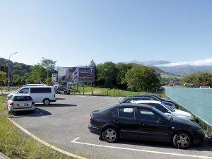 Zona de aparcamiento en el Polígono Industrial de Santa Rita (Parres)