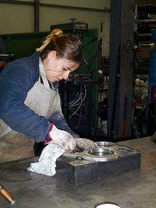 Trabajadora en el Parque Empresarial de Argame, Morcín