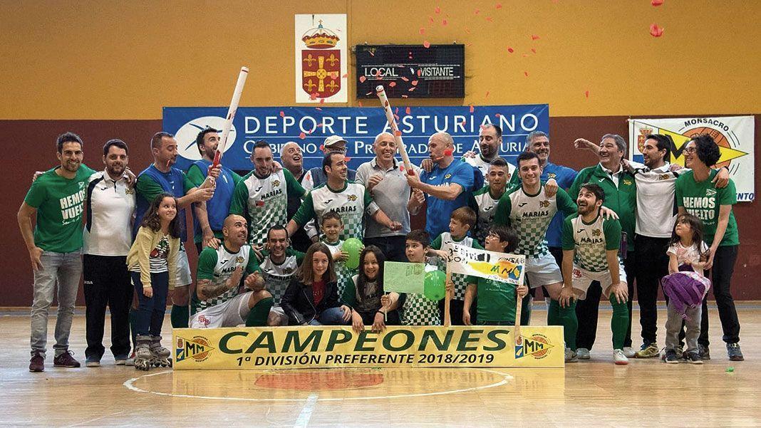 Plantilla del Club Deportivo Monsacro-Mostayal celebrando el ascenso