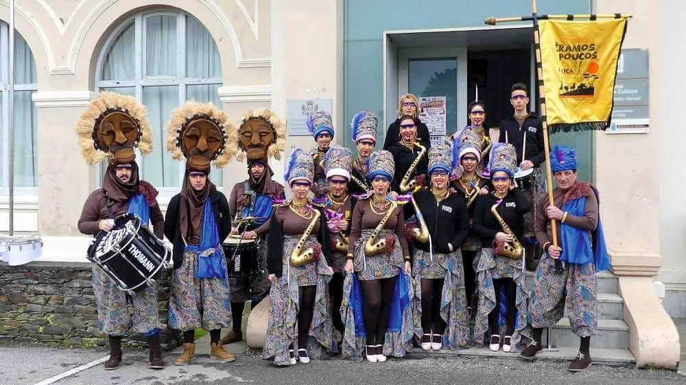 Componentes de la  Charanga Somos Poucos en el Carnaval de 2018 (Castropol)