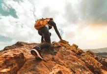 mujer escalando. Editorial 309