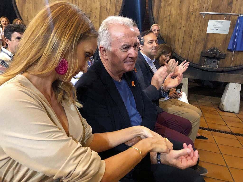 El cantante Víctor Manuel fue nombrado Embajador de la Sidra en la VI Espicha Solidaria frente al cáncer