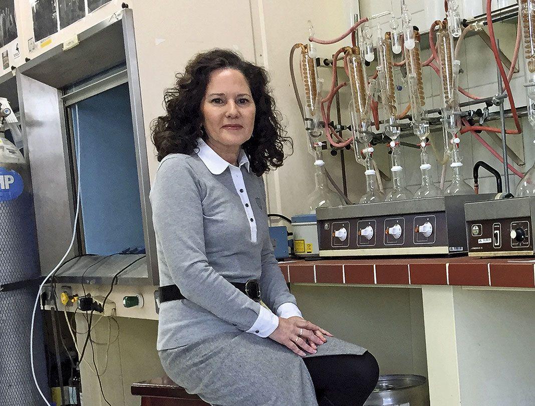 Susana Fernández. Primera mujer decana de la Facultad de Ciencias Químicas de la Universidad de Oviedo