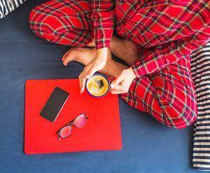 Chica en pijama