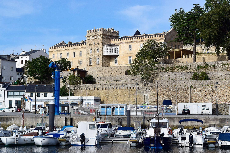 Puerto de Figueras y Palacio de los Pardo Donlebún (Castropol) / Foto: Fusión Asturias