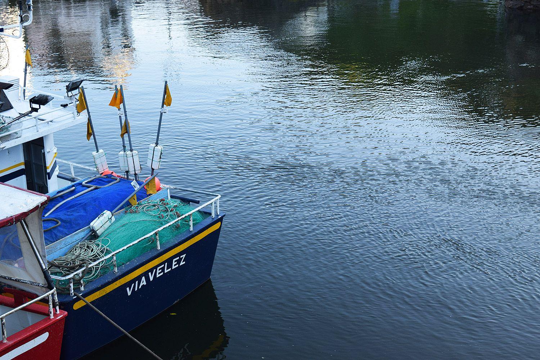 Detalle de embarcaciones en el puerto de Viavélez (El Franco) / Foto: Fusión Asturias