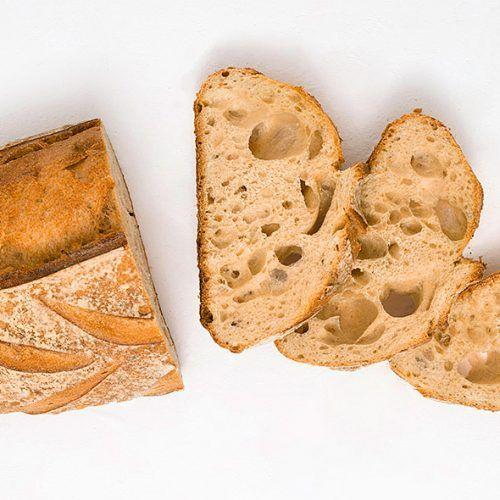 Barra de pan y rebanadas