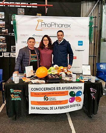 De izquierda a derecha, Manuel Ángel Ramos, presidente de la Asociación de Fibrosis Quística de Asturias, Patricia Gómez, tesorera, y José Luis Franco, socio de FQ
