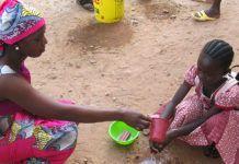 Lavado de manos. Dispensario y centro nutricional de Kalana, Mali