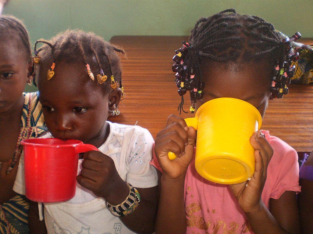 Suministro de leche. Dispensario y centro nutricional de Kalana, Mali