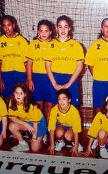 Débora Torreira empezó a jugar al balonmano en el 1999-2000. Es la número 14