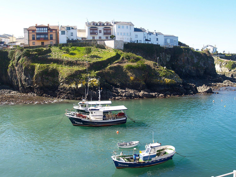 Embarcaciones en el puerto de Tapia (Tapia de Casariego) / Foto: Fusión Asturias