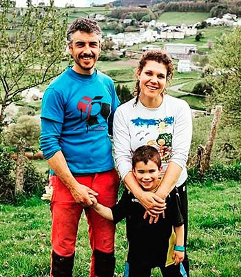 Noelia García Fernández, de PitaSana, con su familia