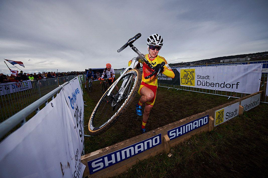 Aida Nuño en plena competición de ciclocross