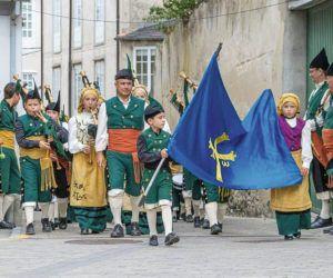La Banda de Gaitas Reina del Truébano durante un desfile