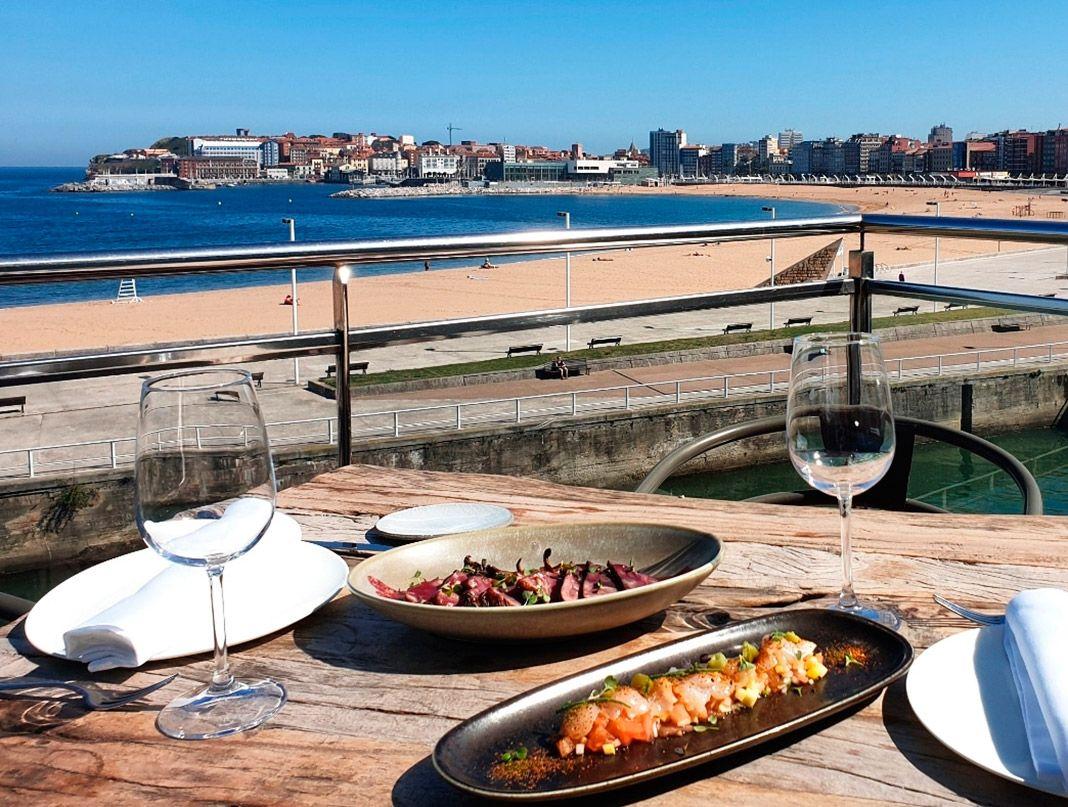 Vista de la Playa de Poniente desde el restaurante Kraken Art Food