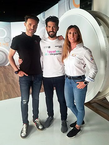 Grabación de la campaña 'Iguales en el Deporte'. Marco Rodríguez con los campeones olímpicos Samuel Sánchez (ciclismo) y Ángela Pumariega (vela)