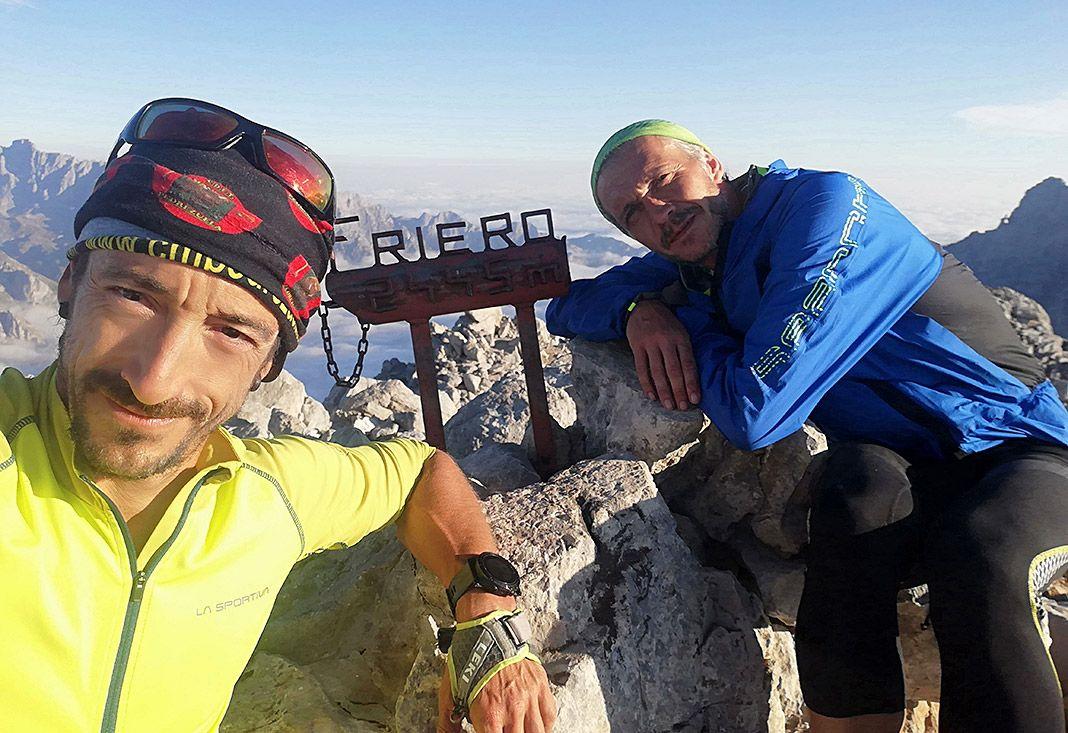 Tito Parra y Julián Morcillo en la cumbre Torre del Friero, la tercera del reto