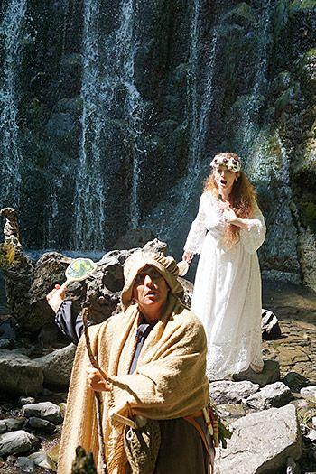 Visita teatralizada a la Cascada de Xurbeo, en el concejo de Aller