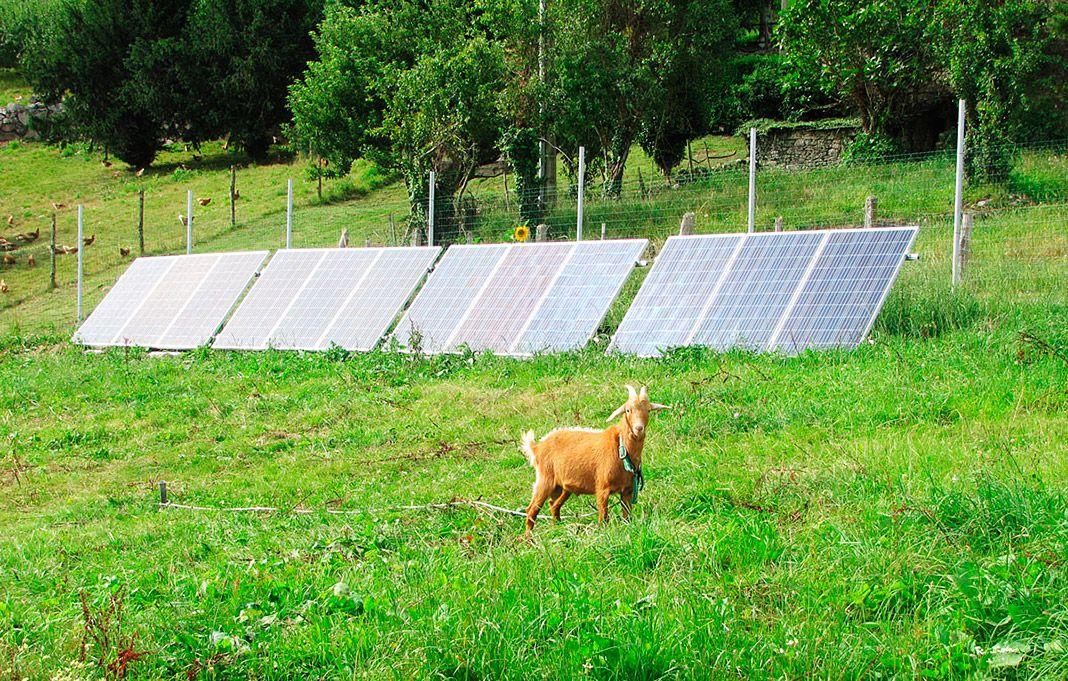 Instalación solar en una granja asturiana realizada por Fusión Energía Solar