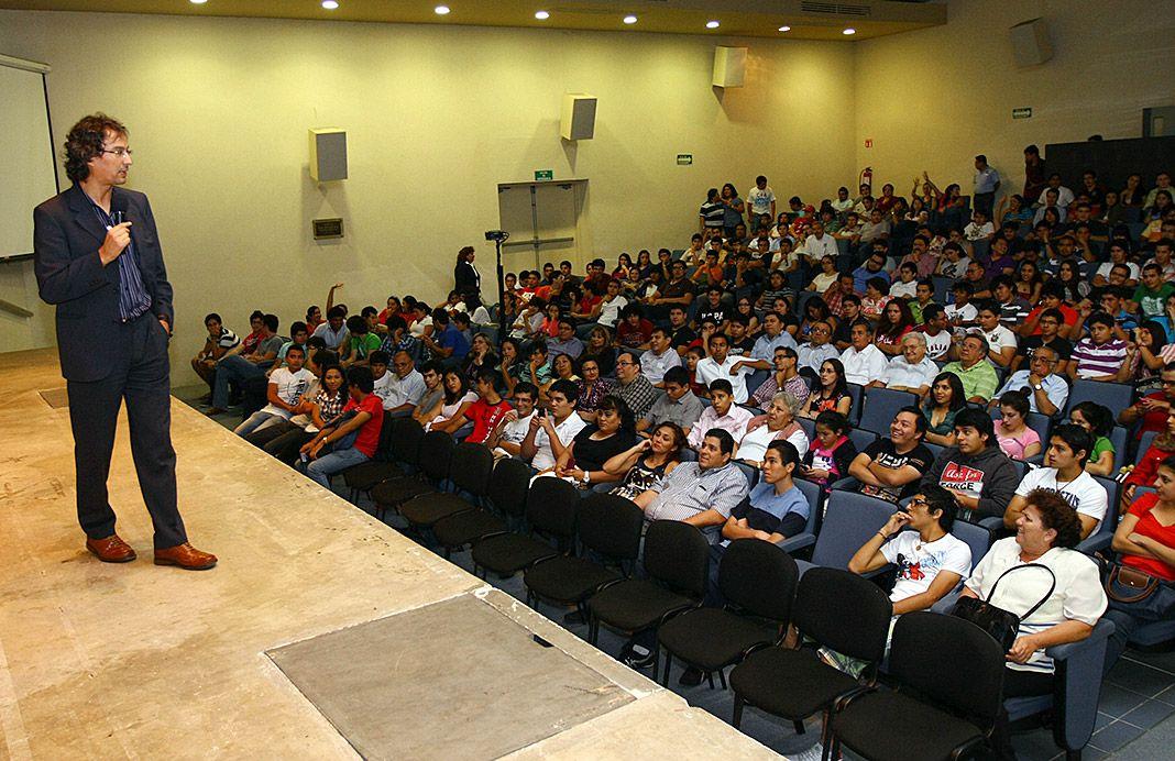 Alberto Coto. Campeón del Mundo y Récord Guinness en Cálculo Mental, dando una charla