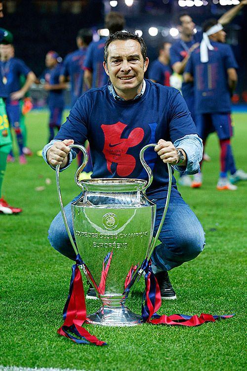 Año 2015. Final de la Champions League Barcelona-Juventus. Joaquín Valdés con la copa.