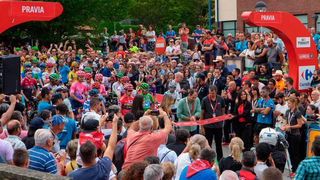 Pravia. Salida de la etapa 16 de La Vuelta Ciclista a España 2019