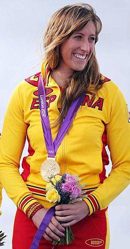 Ángela Pumariega con el oro conseguido en los JJ.OO. de Londres 2012