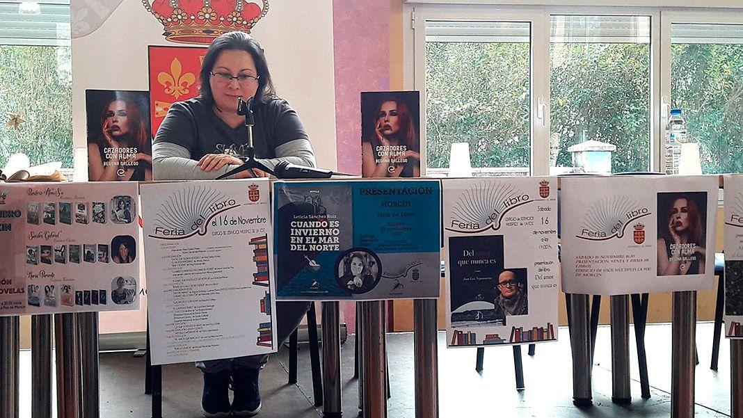 Begoña Gallego en la presentación de su novela Cazadores con alma