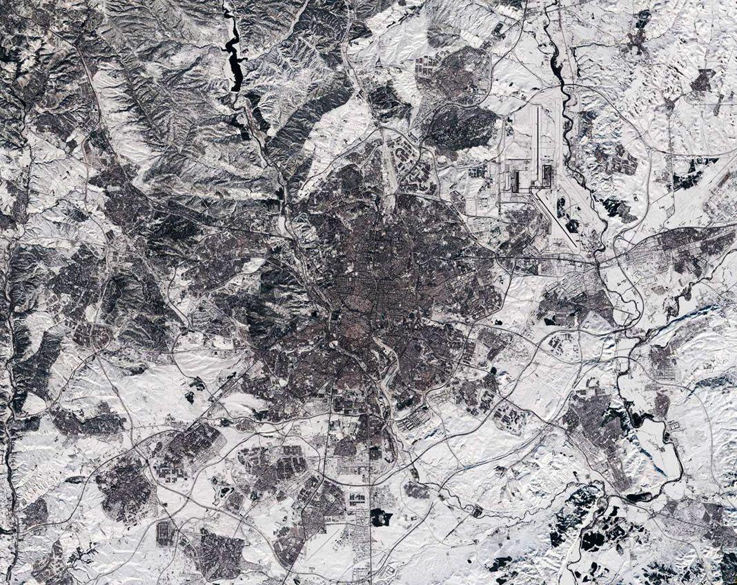 """Madrid cubierto de nieve tras el paso de """"Filomena"""". Imagen del satélite Sentinel"""